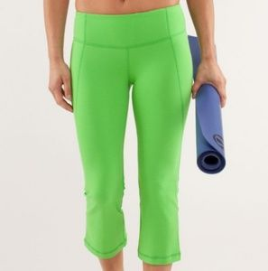Lululemon Gather & Crow Crop Frond Green Capri 4